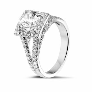 - 1.50 karaat diamanten solitaire ring in platina met zijdiamanten