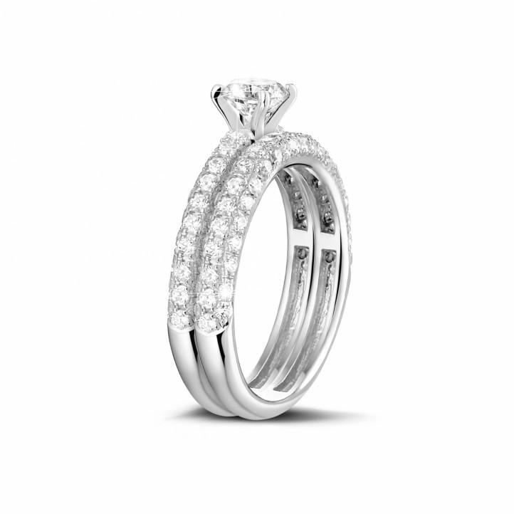 Set platina diamanten trouwring en verlovingsring met 0.50 karaat centrale diamant en kleine diamanten