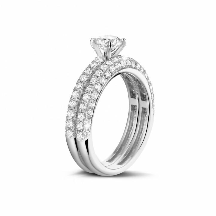 Set platina diamanten trouwring en verlovingsring met 0.70 karaat centrale diamant en kleine diamanten