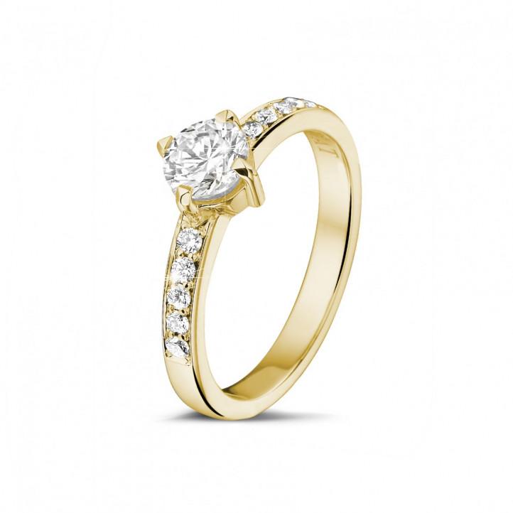 0.70 caraat diamanten solitaire ring in geel goud met zijdiamanten