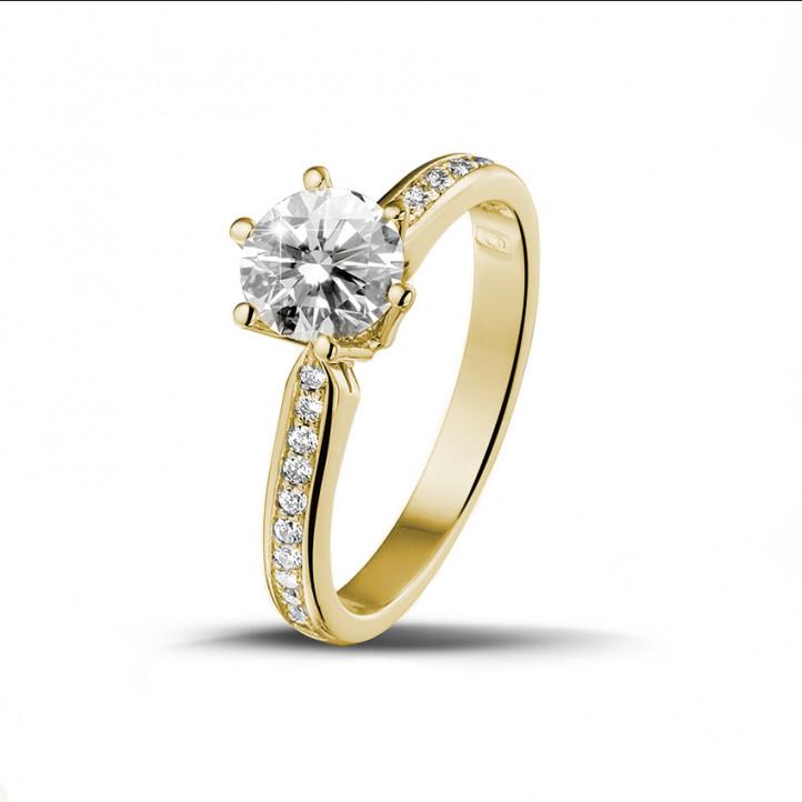 0.90 caraat diamanten solitaire ring in geel goud met zijdiamanten
