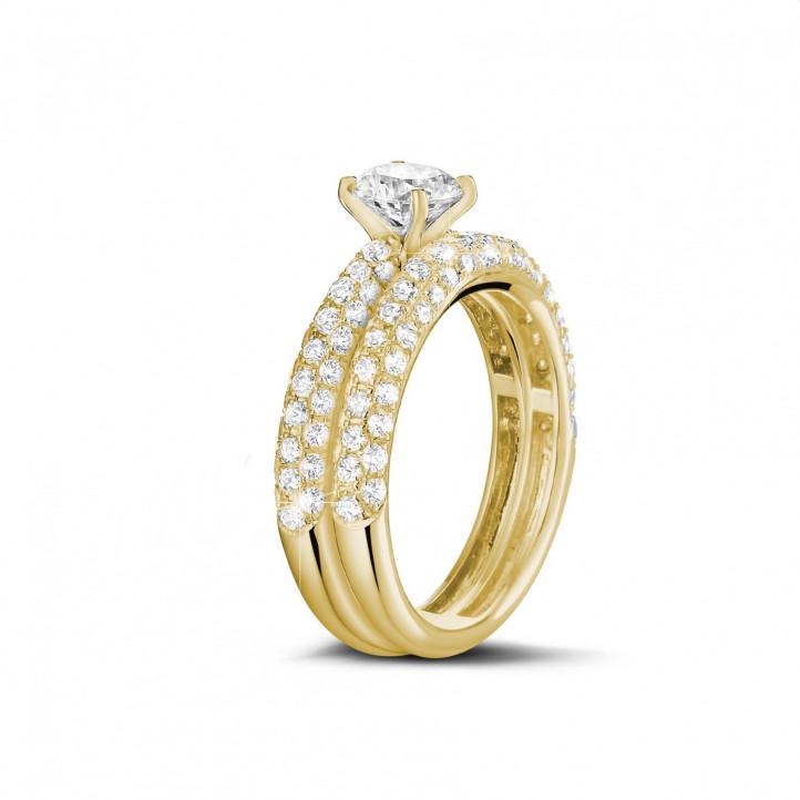 Set geelgouden diamanten trouwring en verlovingsring met 1.00 karaat centrale diamant en kleine diamanten