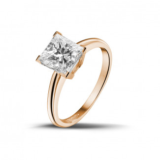 1.50 caraat solitaire ring in rood goud met princess diamant