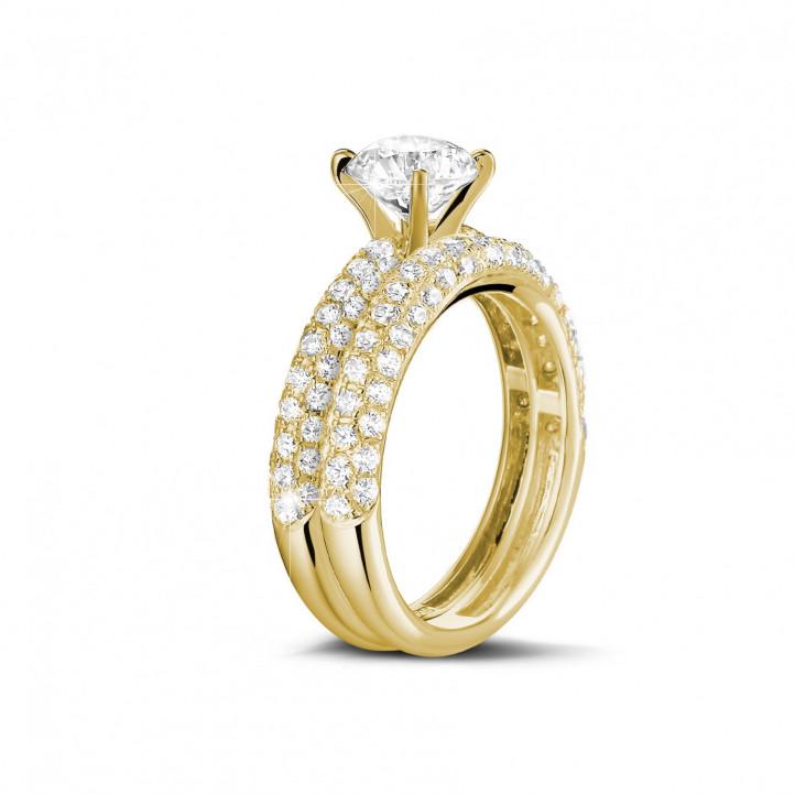 Set geelgouden diamanten trouwring en verlovingsring met 1.50 karaat centrale diamant en kleine diamanten