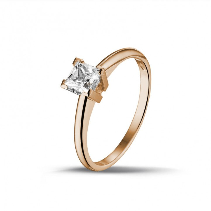 0.50 caraat solitaire ring in rood goud met princess diamant