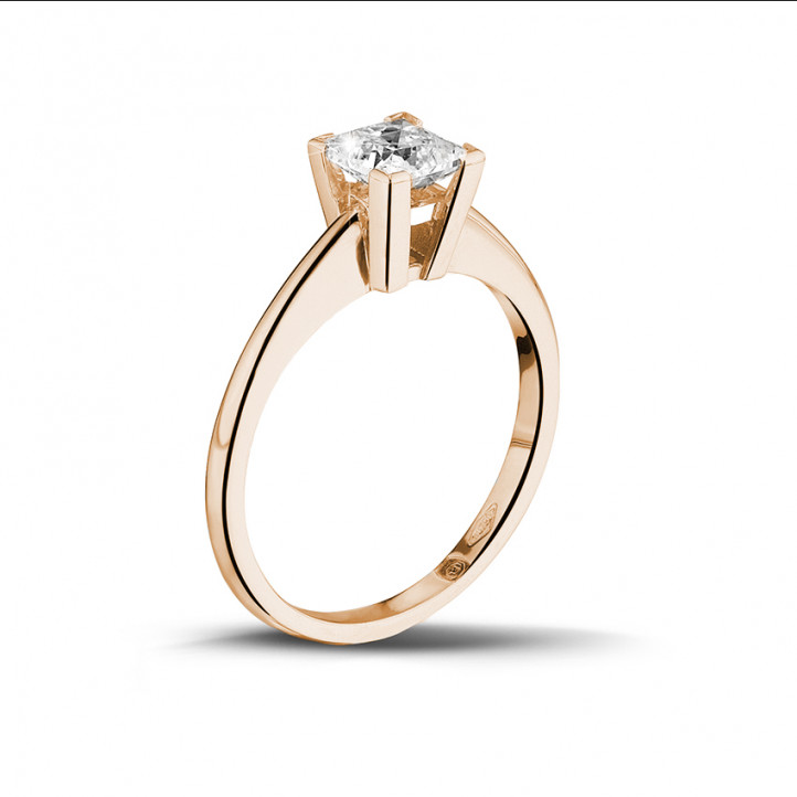 0.75 caraat solitaire ring in rood goud met princess diamant