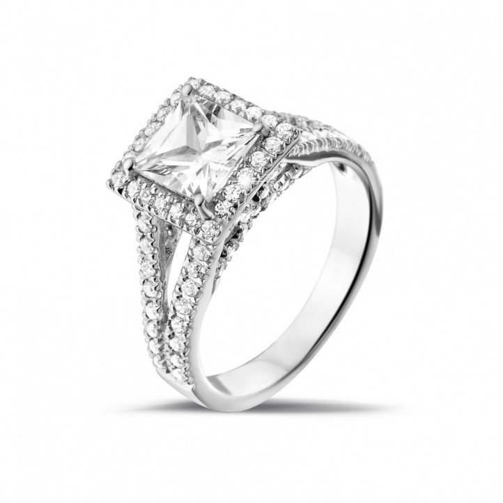 1.50 caraat solitaire ring in wit goud met princess diamant en zijdiamanten