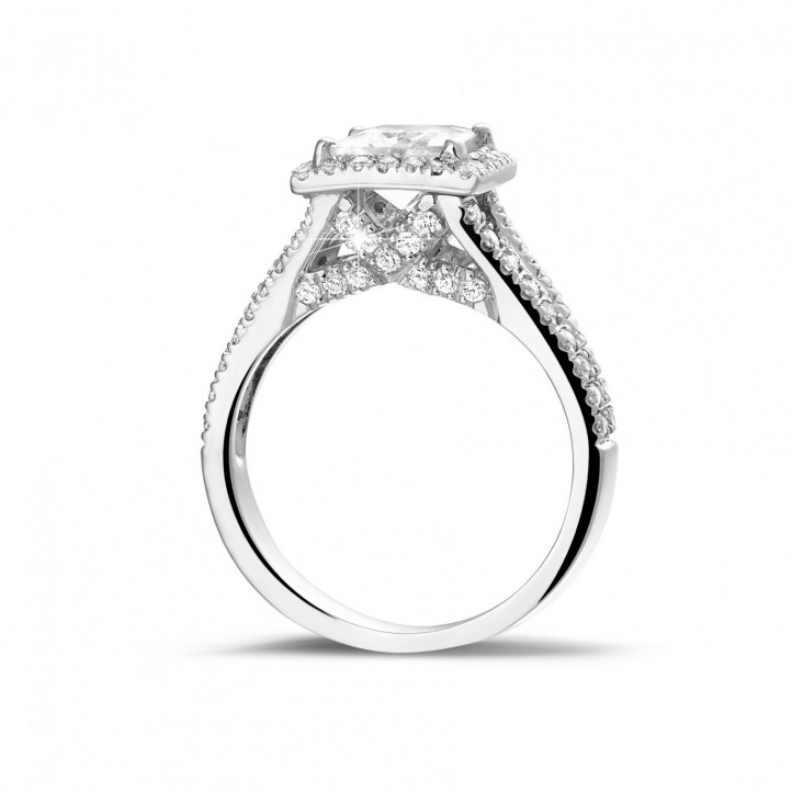 1.50 karaat solitaire ring in wit goud met princess diamant en zijdiamanten