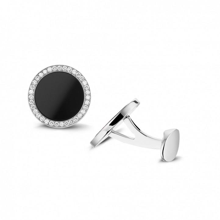 Witgouden manchetknopen met onyx en ronde diamanten