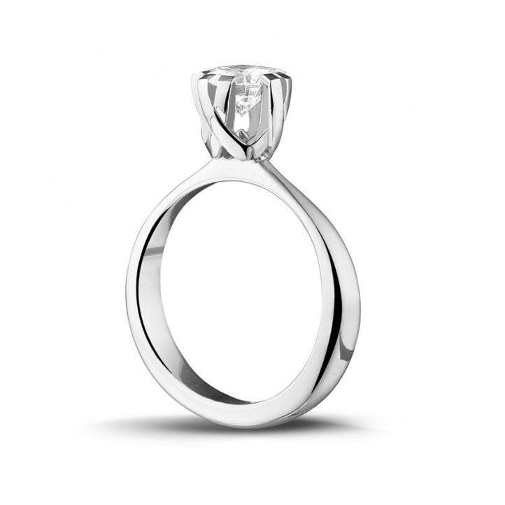 0.90 karaat diamanten solitaire design ring in platina met acht griffen