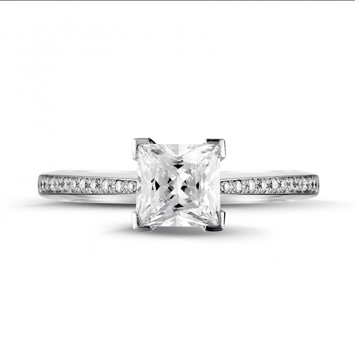 1.50 karaat solitaire ring in wit goud met princess diamant en zijdiamanten