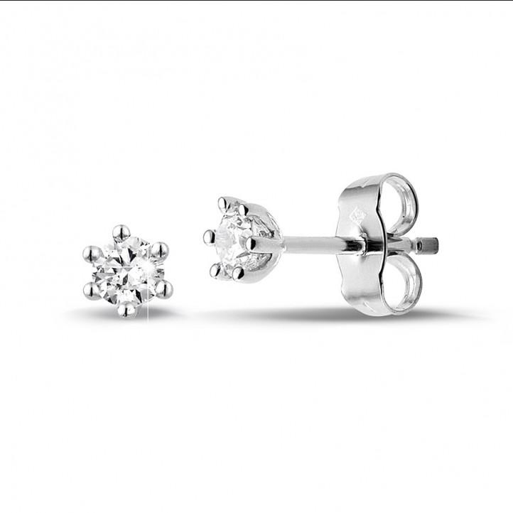 0.30 karaat klassieke diamanten oorbellen in wit goud met zes griffen