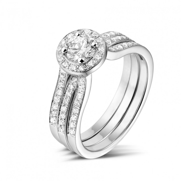 0.50 karaat diamanten solitaire ring in wit goud met zijdiamanten