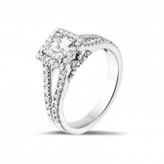0.50 caraat solitaire ring in platina met princess diamant en zijdiamanten
