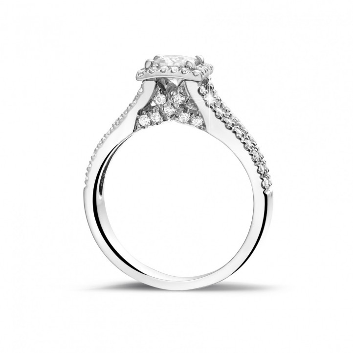 0.50 karaat solitaire ring in platina met princess diamant en zijdiamanten