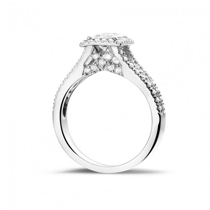 0.70 caraat solitaire ring in platina met princess diamant en zijdiamanten
