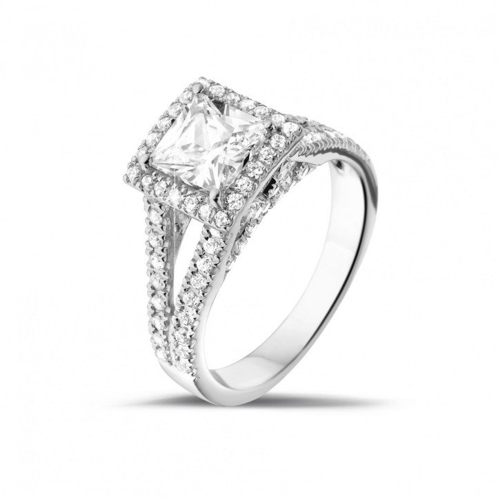 1.20 caraat solitaire ring in platina met princess diamant en zijdiamanten