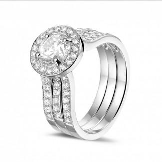 Witgouden Diamanten Ringen - 1.00 caraat diamanten solitaire ring in wit goud met zijdiamanten