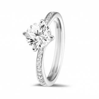 1.25 caraat diamanten solitaire ring in wit goud met zijdiamanten