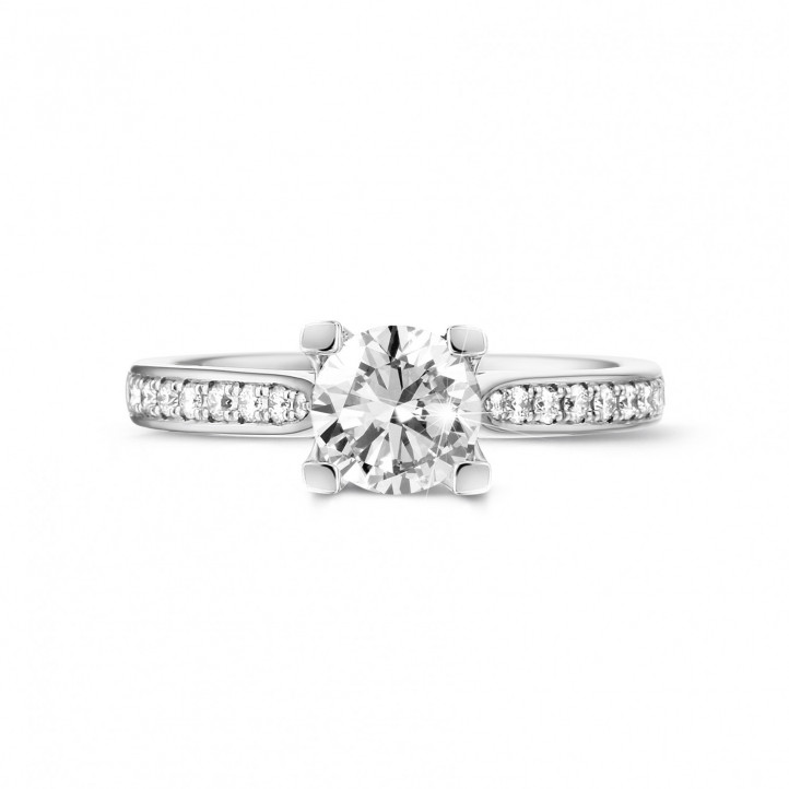0.90 caraat diamanten solitaire ring in wit goud met zijdiamanten
