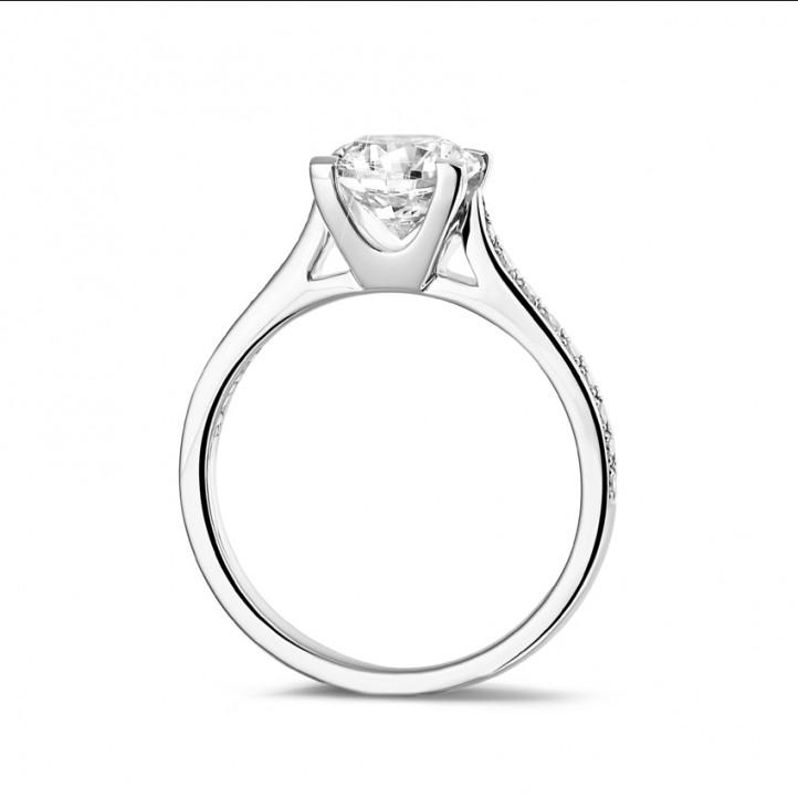 1.25 caraat diamanten solitaire ring in wit goud met zijdiamanten