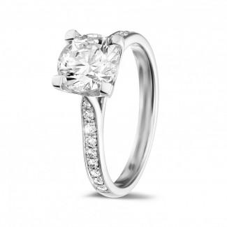 - 1.50 karaat diamanten solitaire ring in wit goud met zijdiamanten