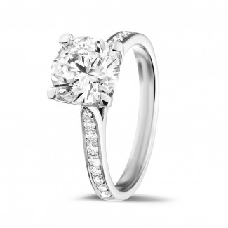 - 2.00 karaat diamanten solitaire ring in wit goud met zijdiamanten