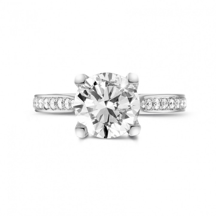 2.50 karaat diamanten solitaire ring in wit goud met zijdiamanten