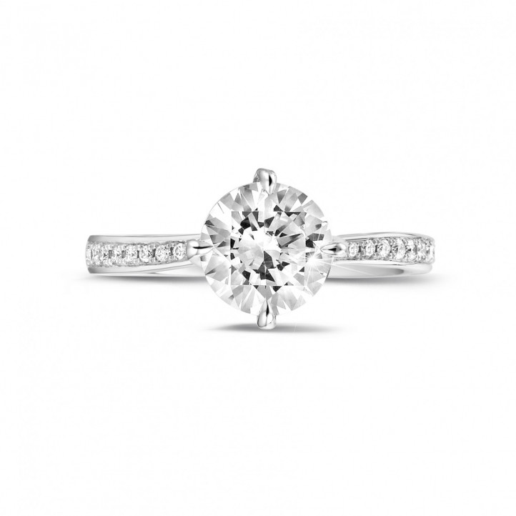 1.50 karaat diamanten solitaire ring in wit goud met zijdiamanten