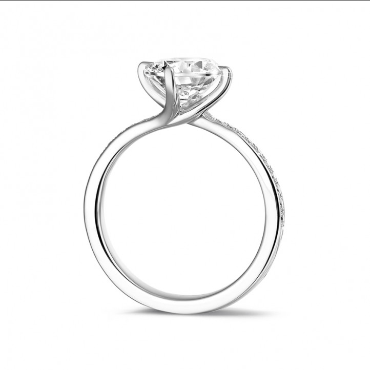 2.00 caraat diamanten solitaire ring in wit goud met zijdiamanten