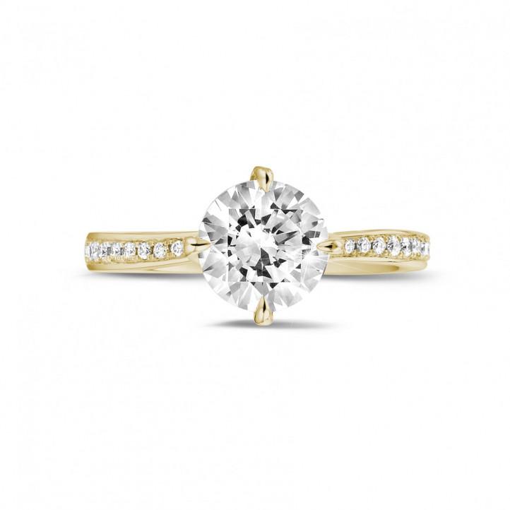 1.50 karaat diamanten solitaire ring in geel goud met zijdiamanten