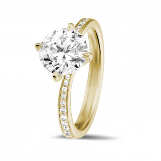 2.00 caraat diamanten solitaire ring in geel goud met zijdiamanten