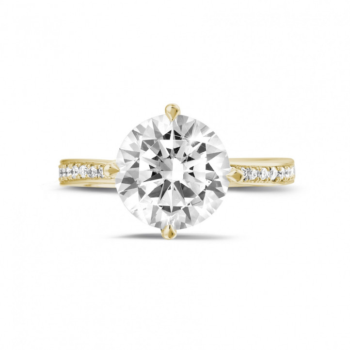 3.00 caraat diamanten solitaire ring in geel goud met zijdiamanten