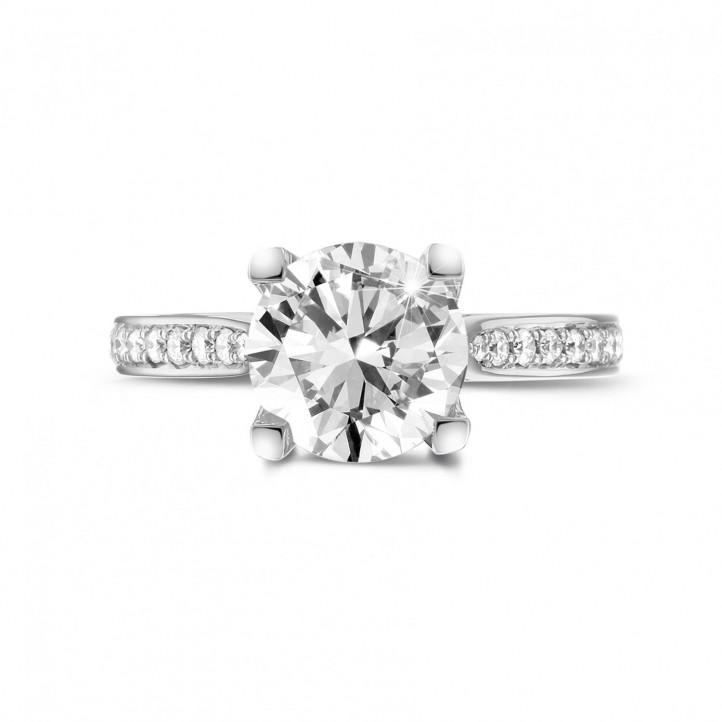 2.50 caraat diamanten solitaire ring in platina met zijdiamanten