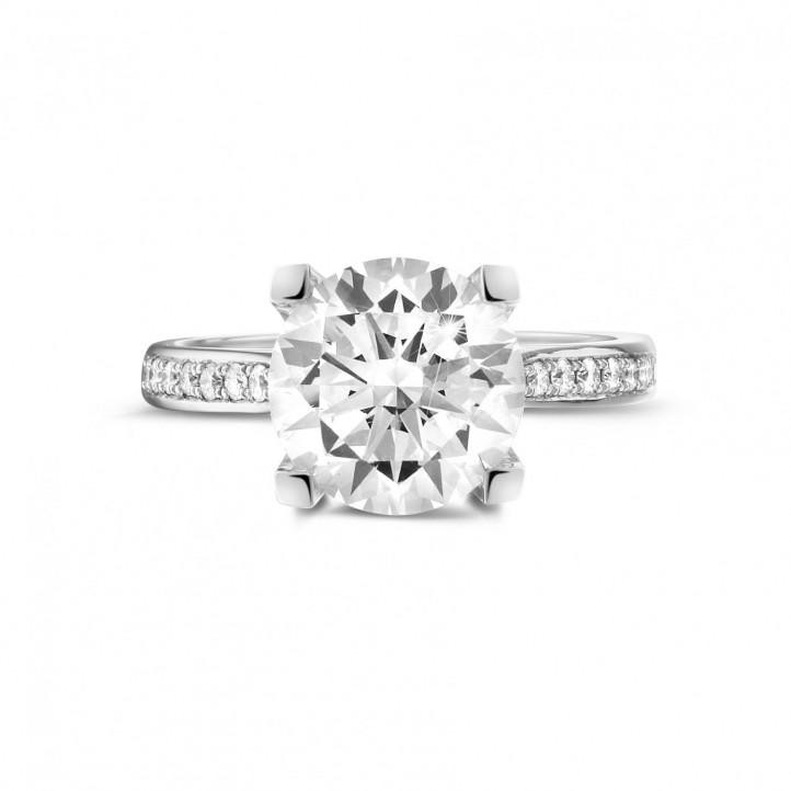 3.00 karaat diamanten solitaire ring in platina met zijdiamanten