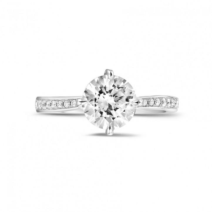 1.50 karaat diamanten solitaire ring in platina met zijdiamanten