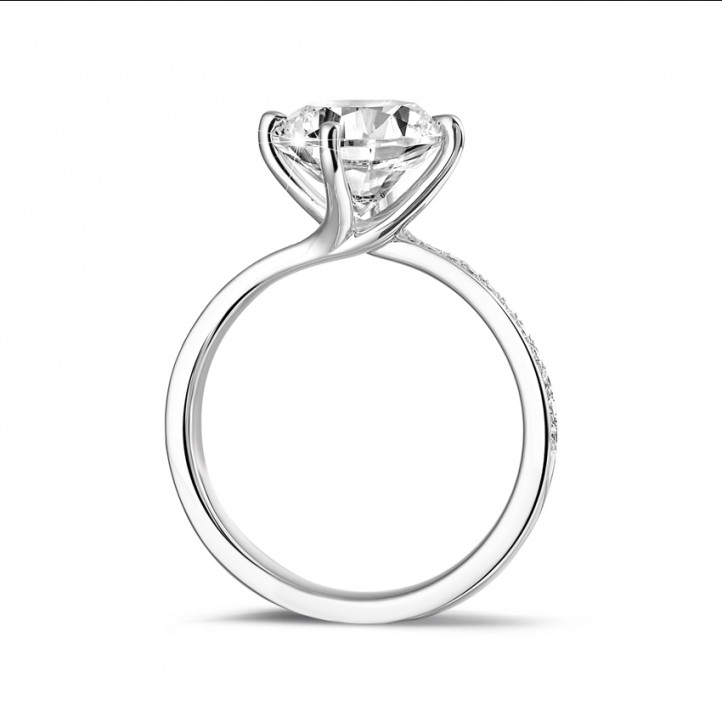 2.50 karaat diamanten solitaire ring in platina met zijdiamanten