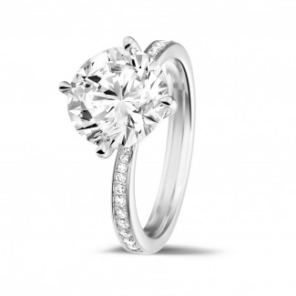 - 3.00 karaat diamanten solitaire ring in platina met zijdiamanten
