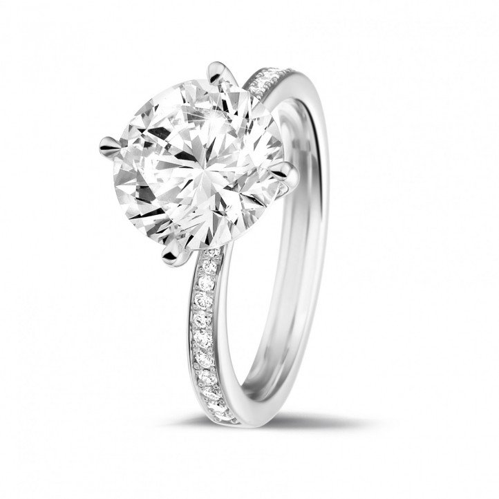 3.00 karaat diamanten solitaire ring in platina met zijdiamanten