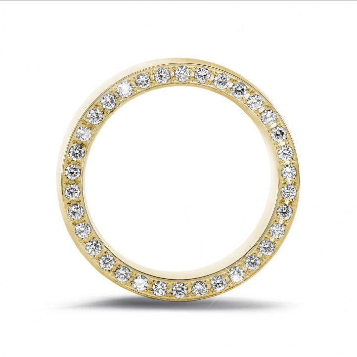 0.70 karaat brede alliance in geel goud met kleine ronde diamanten in zijkant