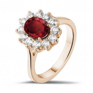 Entourage ring in rood goud met ovale robijn en ronde diamanten