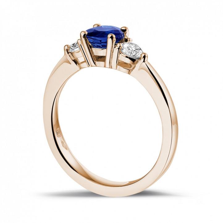 Trilogie ring in rood goud met centrale saffier en 2 ronde diamanten