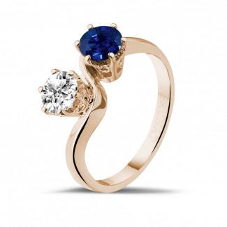 Juwelen met robijn, saffier en smaragd - Toi et Moi ring in rood goud met ronde diamant en saffier