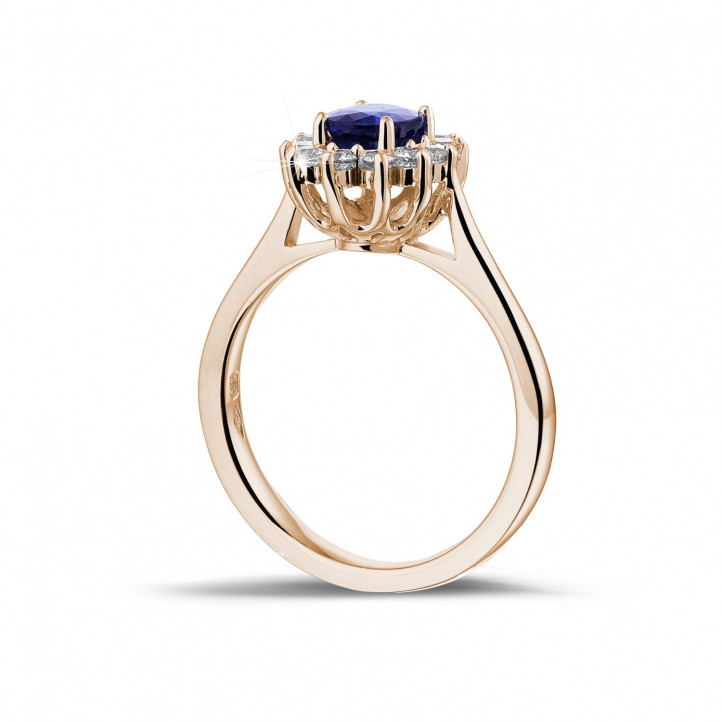 Entourage ring in rood goud met ovale saffier en ronde diamanten