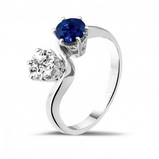 Juwelen met robijn, saffier en smaragd - Toi et Moi ring in wit goud met ronde diamant en saffier