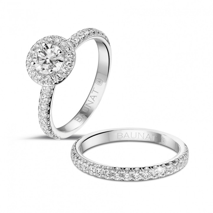 0.50 karaat halo solitaire ring in wit goud met ronde diamanten