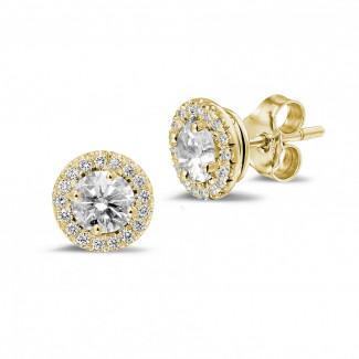 1.00 caraat diamanten halo oorbellen in geel goud