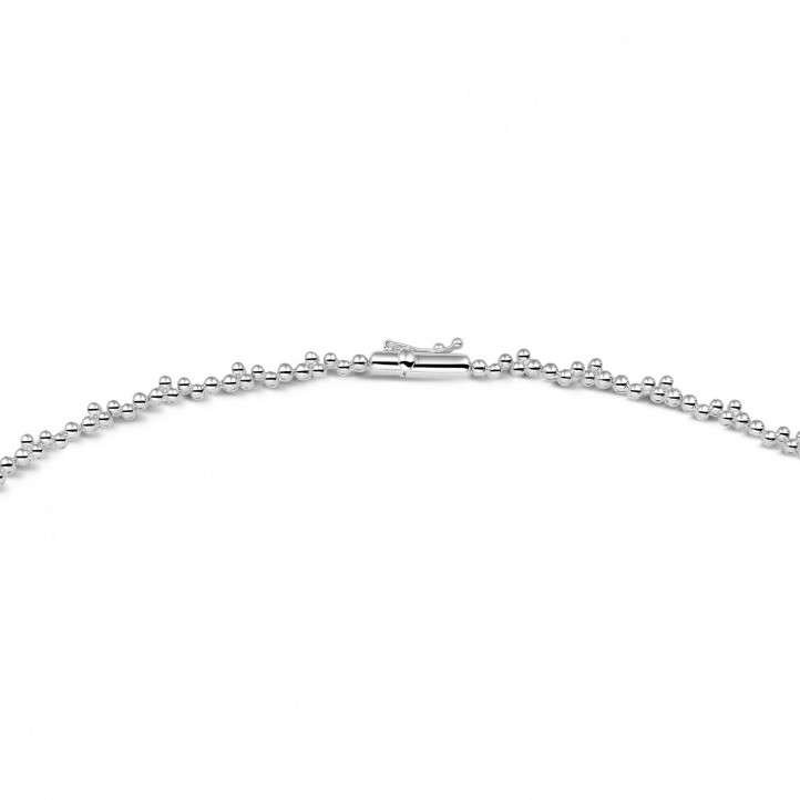 5.85 caraat halsketting in wit goud met ronde en marquise diamanten
