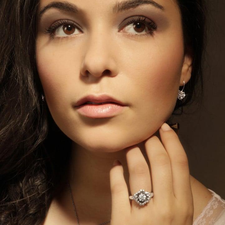 0.75 karaat diamanten design hanger in wit goud