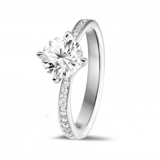 1.25 caraat diamanten solitaire ring in platina met zijdiamanten